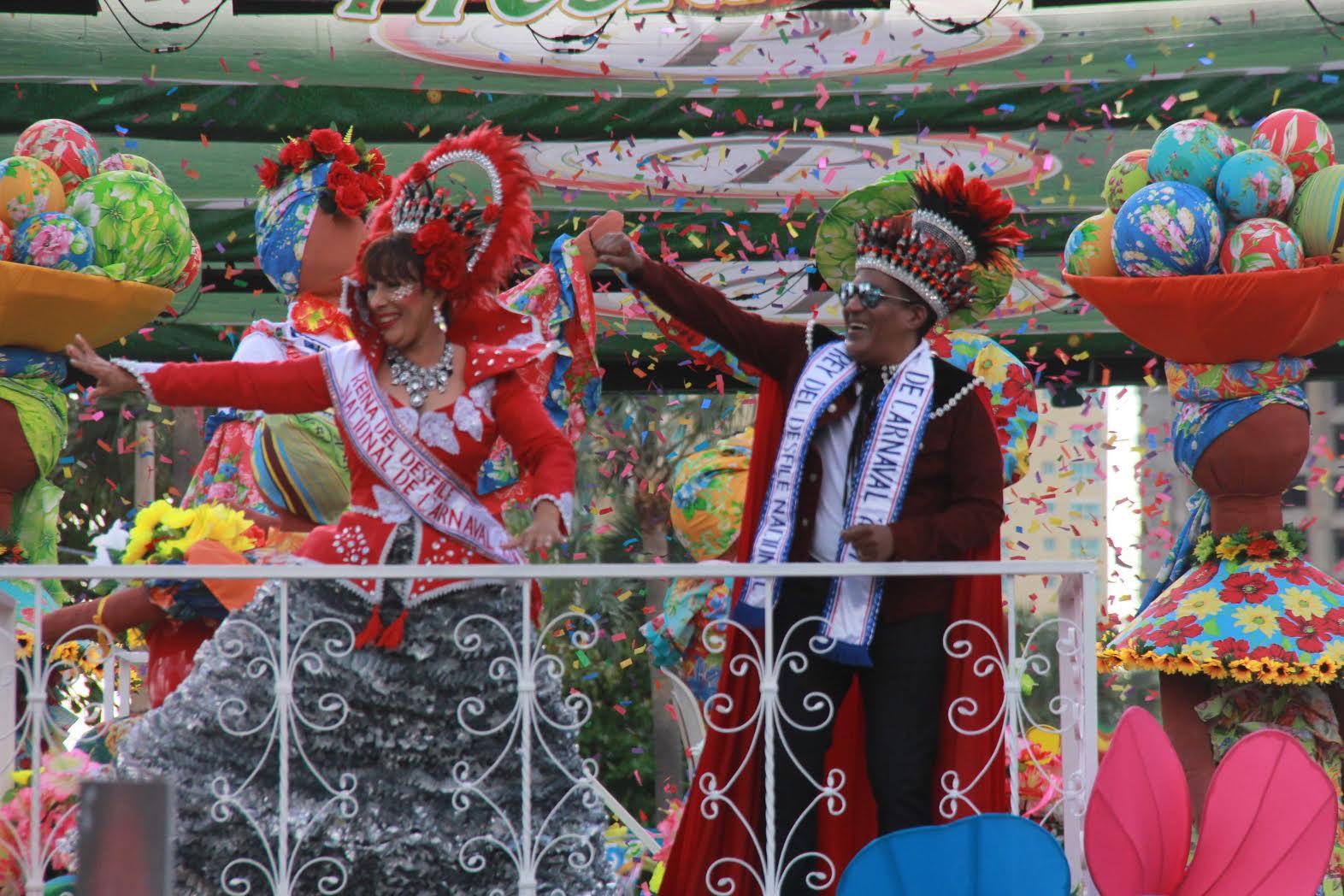 Derroche de color, creatividad y música en el desfile del carnaval dominicano