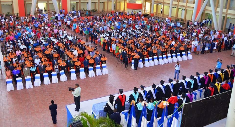 MAO: UASD gradúa 337 nuevos profesionales
