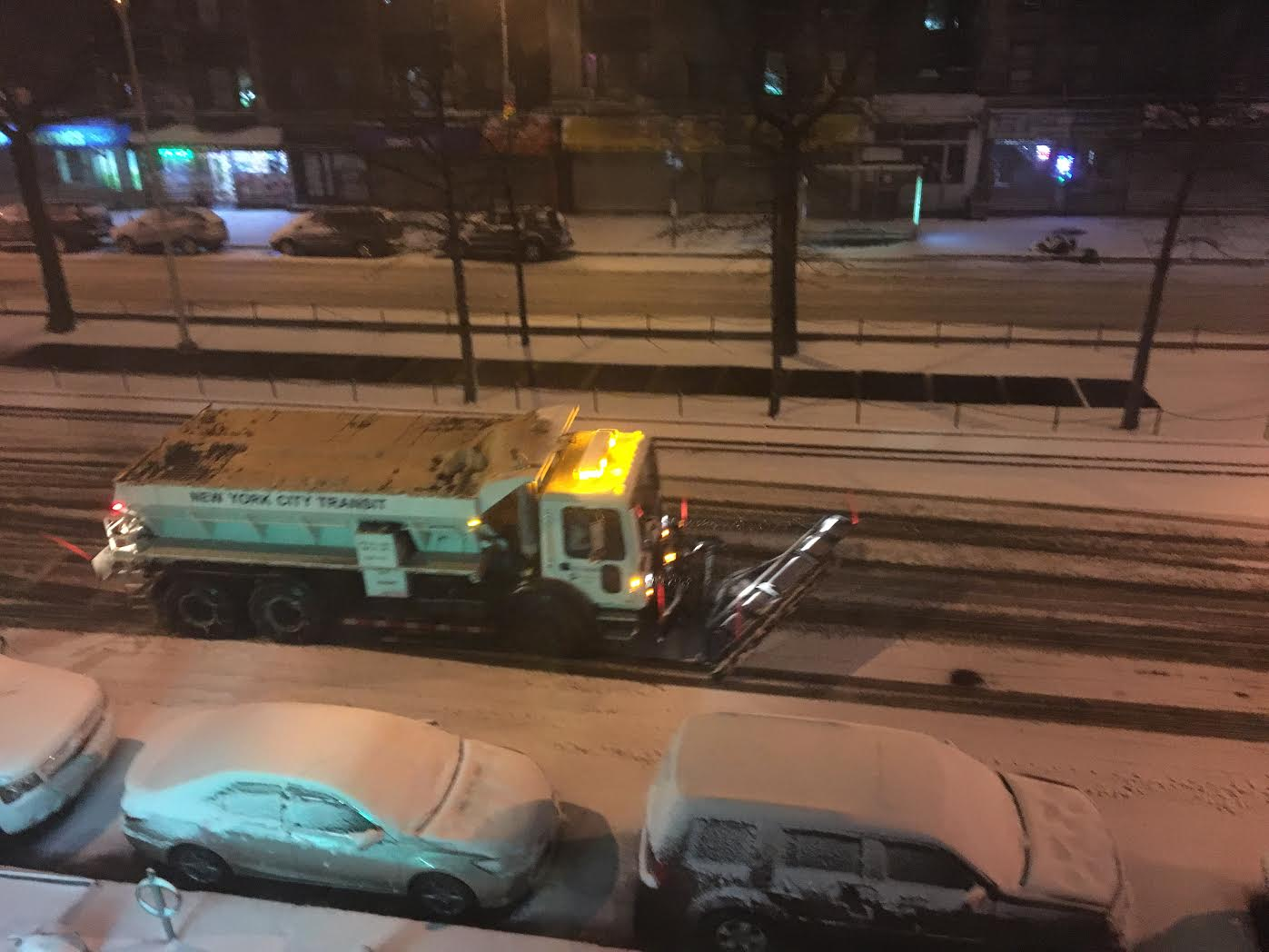 """NUEVA YORK: Nieve se acumula desde la madrugada por la tormenta """"Stella"""""""