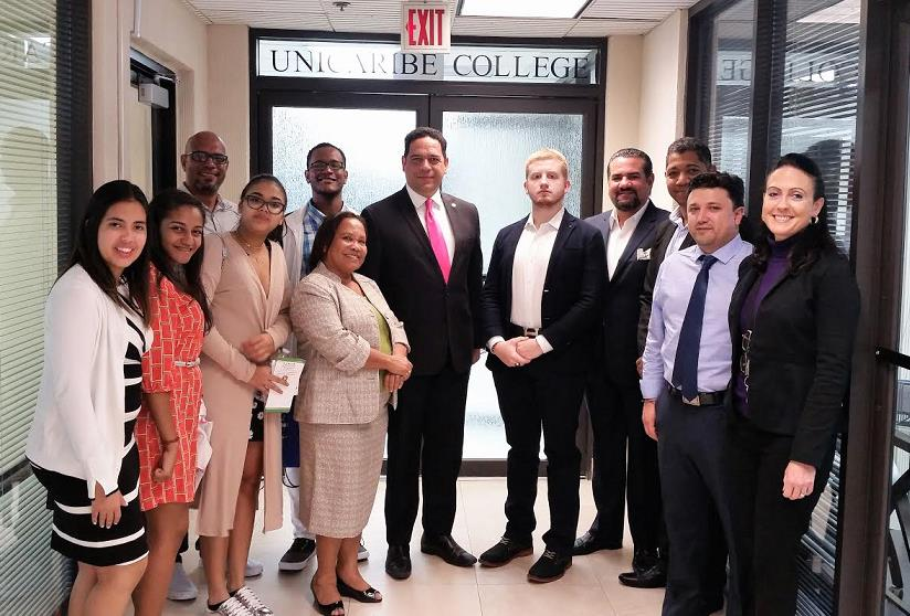MIAMI: Director escuela arquitectura UNIBE visita UNICARIBE COLLEGE