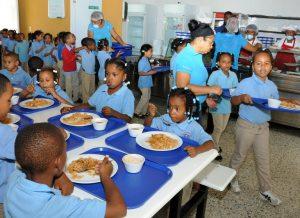 El Gobierno dice regularizará pagos a suplidores almuerzo escolar en un mes