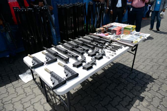 Aduanas se incauta de armas en puertos, aeropuertos y frontera