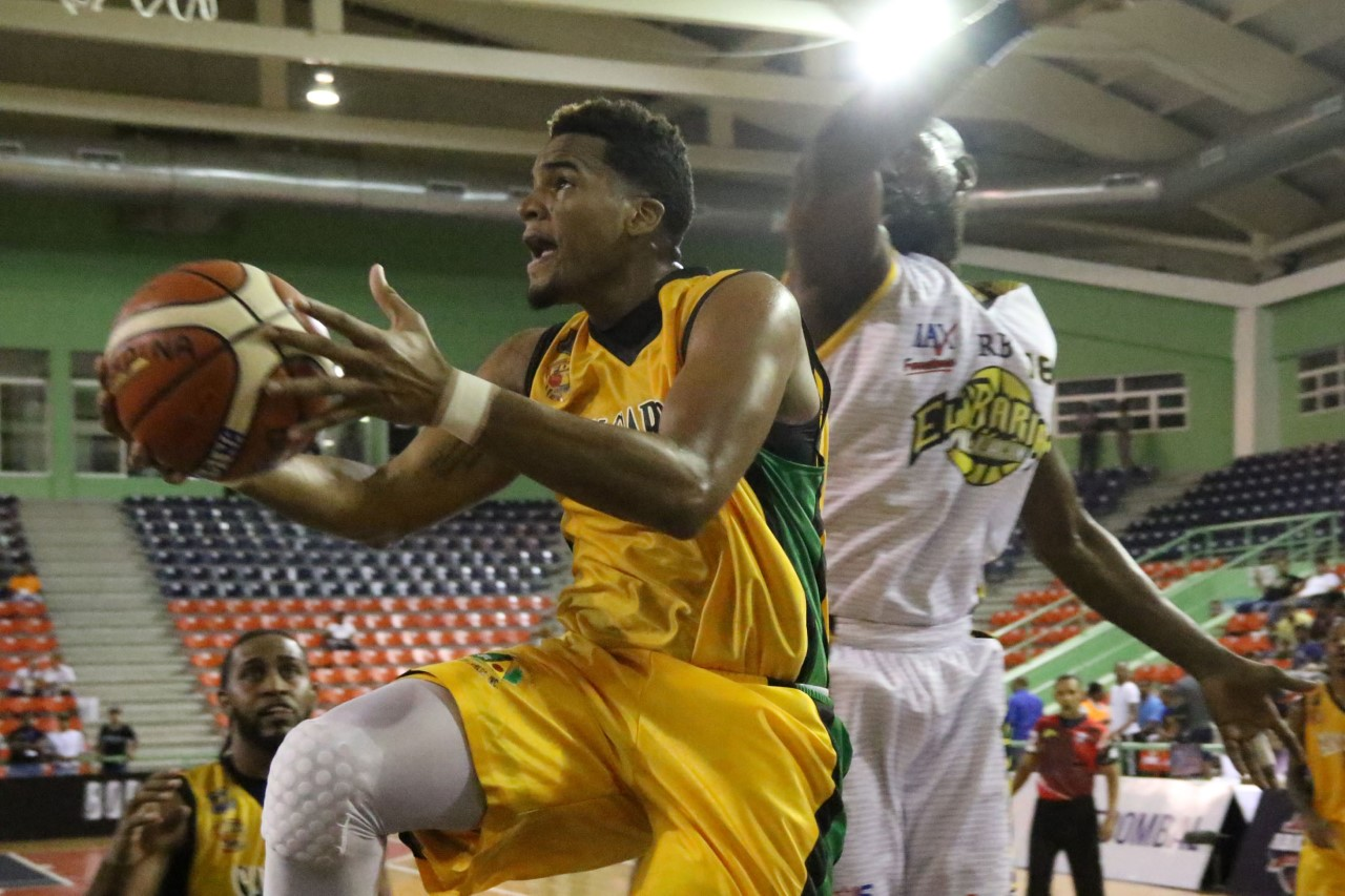 Rafael Barias vence San Carlos en el basket del DN