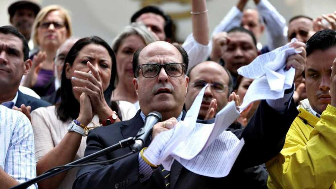 """CRISIS EN VENEZUELA: Parlamento acusa a Maduro de dar un """"golpe de Estado"""""""