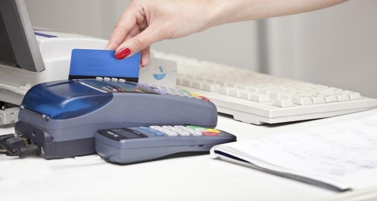 NUEVA YORK: Condenan cajera de RD por robar información tarjetas de crédito
