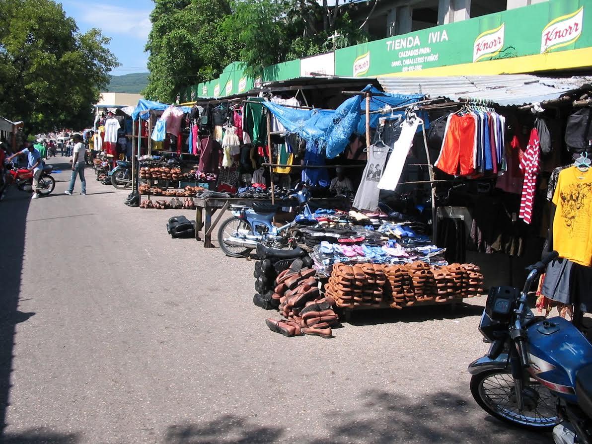 BARAHONA: Comerciantes denuncian robos en mercado