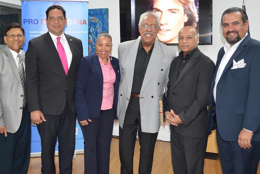 "MIAMI: Consulado RD recibe participantes ""Tour Arquitectura Miami Five"""