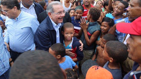 Danilo Medina visita La Ciénaga y Los Guandules para iniciar saneamiento