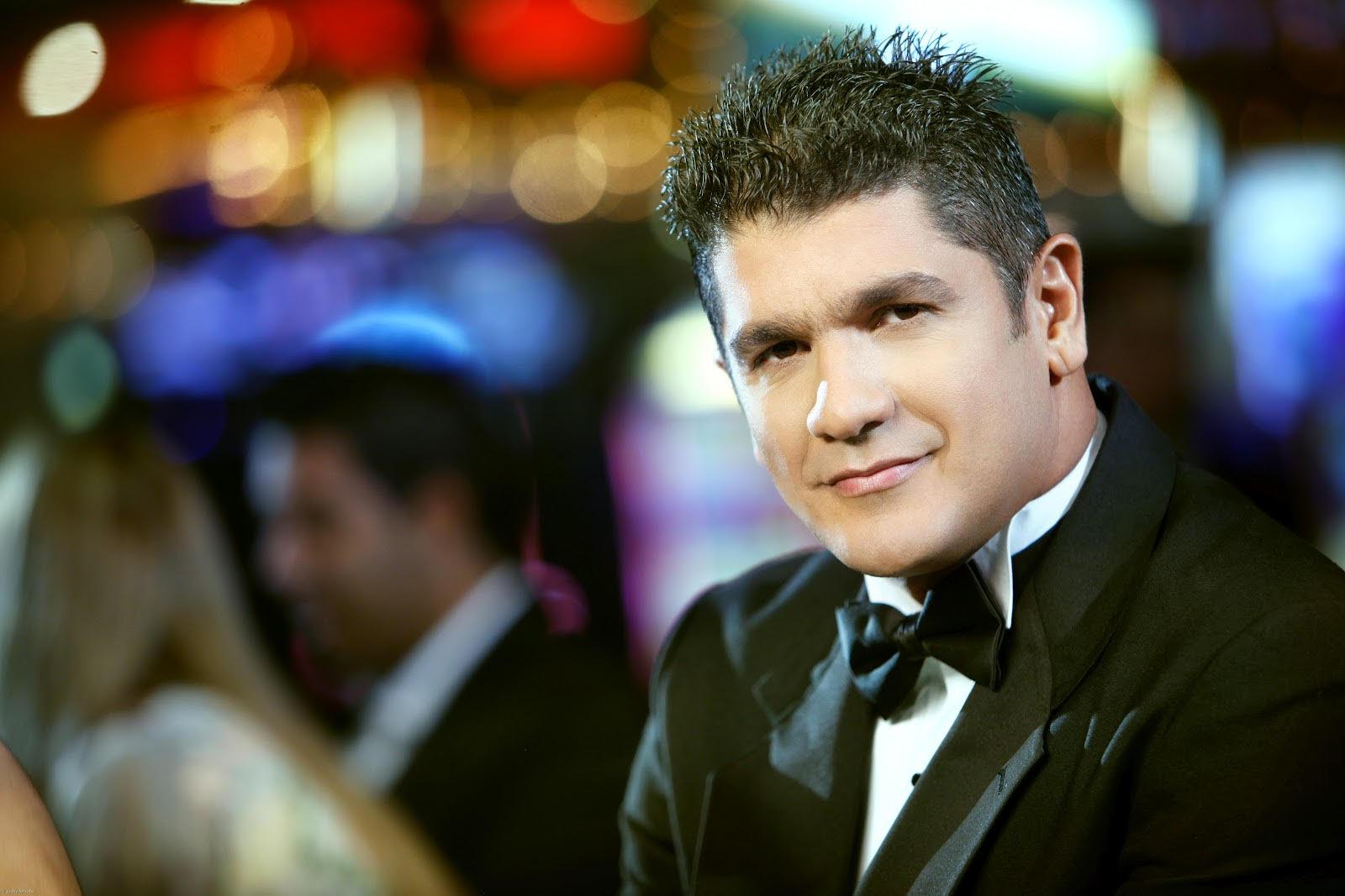 Eddy Herrera le canta a la mujer en Jalao