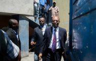 HAITI: Disparan contra el vehículo del expresidente Aristide