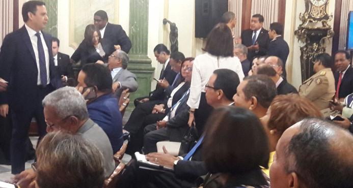 Danilo se reúne con administradores y directores instituciones Gobierno