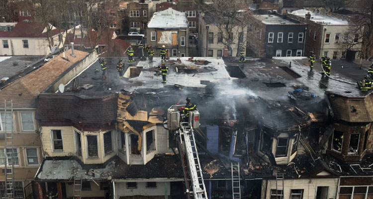 Incendio en El Bronx deja a cinco bomberos y un civil heridos