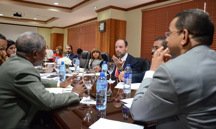 Senado urge a INDOTEL solucionar interferencias radiales haitianas