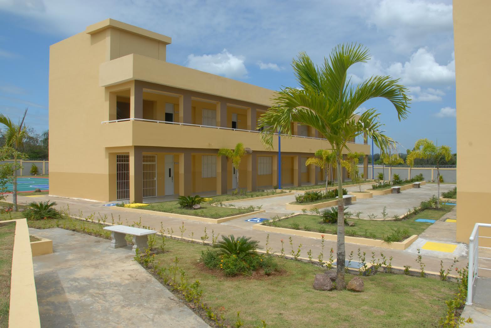 MONTE PLATA: Presidente dominicano entrega tres nuevos liceos secundarios