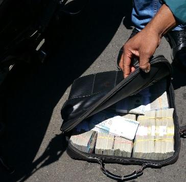 Policía identifica asaltantes Seguros Constitución y dice uno es raso activo