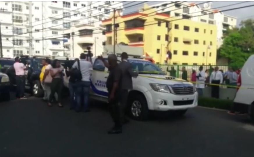Conmueve crimen de mujer delante de niños en barrio de la capital dominicana