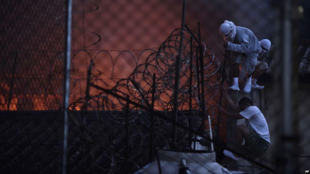 GUATEMALA: Motín deja cuatro rehenes y dos muertos
