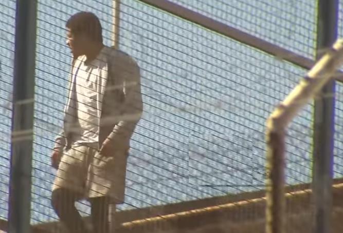 BARCELONA: Reo dominicano sube a techo prisión en intento de fuga
