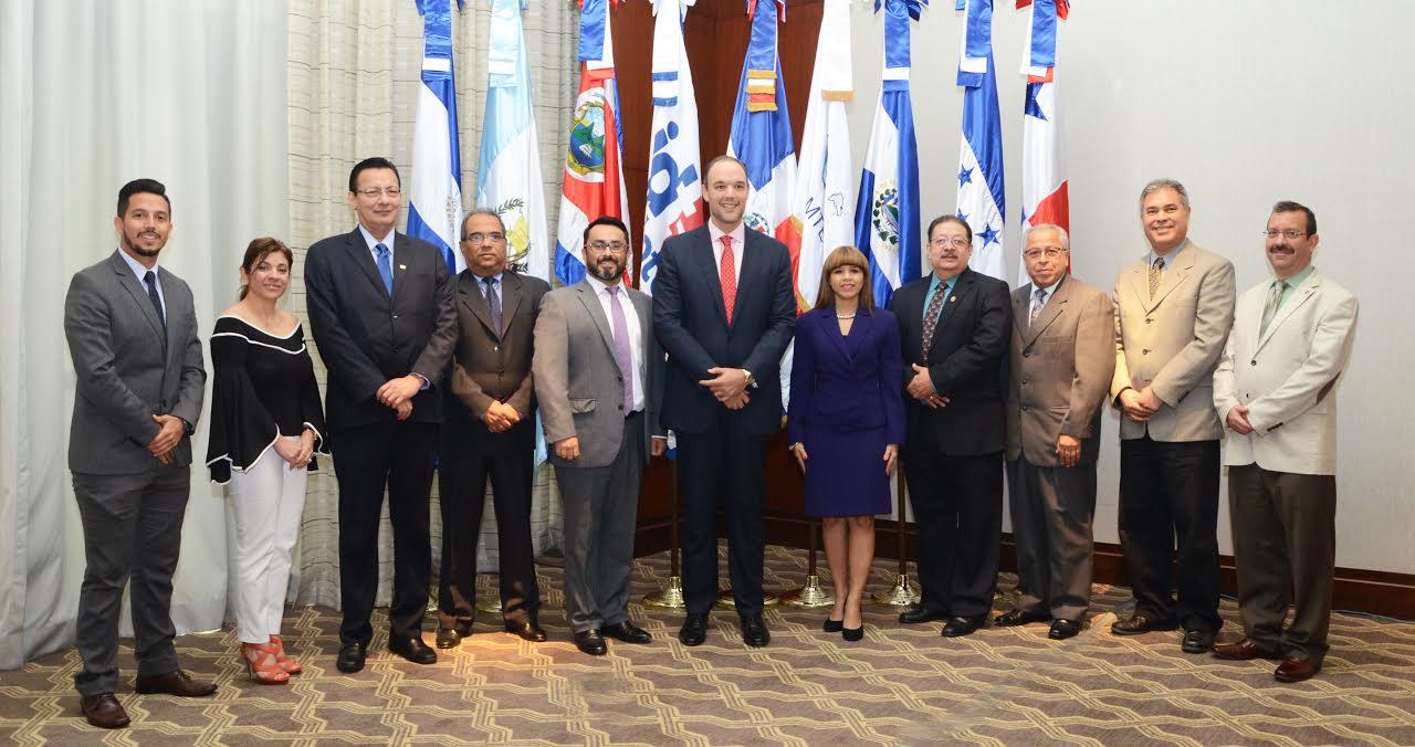 Del Castillo Saviñón afirma avances de las TIC desafía capacidad de reguladores AC-RD