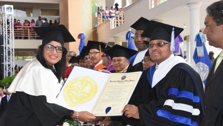 UASD inviste 637 profesionales en Barahona