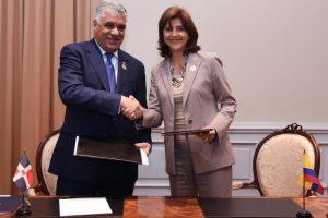 R.Dominicana y Colombia firman acuerdo bilateral diálogo político