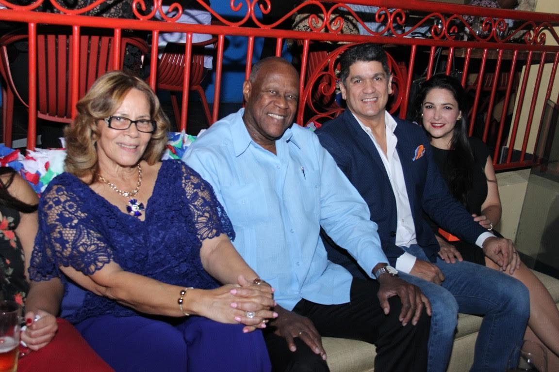 Johnny Ventura rinde tributo a la mujer en Jalao