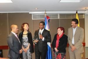 COLOMBIA: Dominicanos despiden embajador