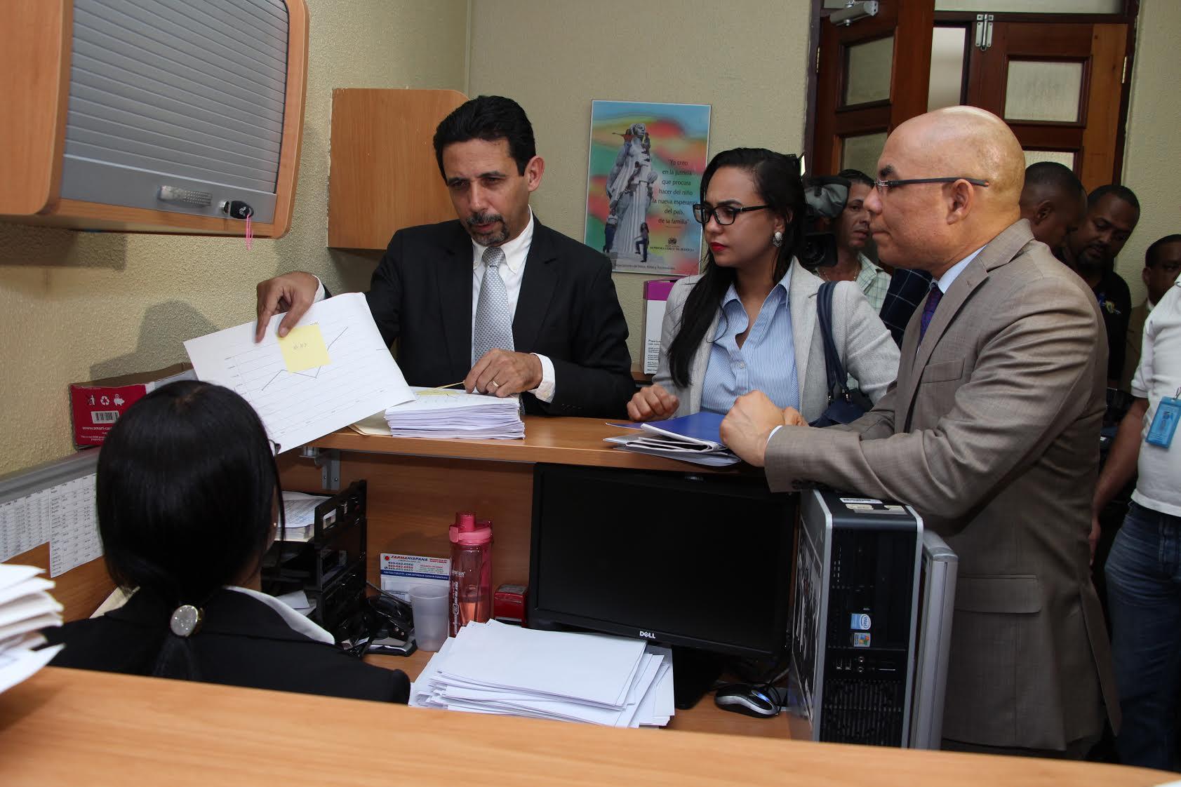 El Ministro Administrativo se querella demanera formal contra dirigente PRM