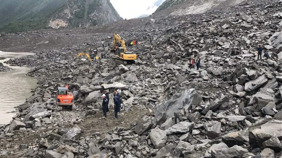 CHINA: Un deslizamiento de tierra deja más de 120 desaparecidos