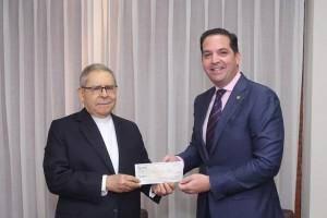 Banco Ademi dona 5 millones de pesos a Fundación Madre y Maestra
