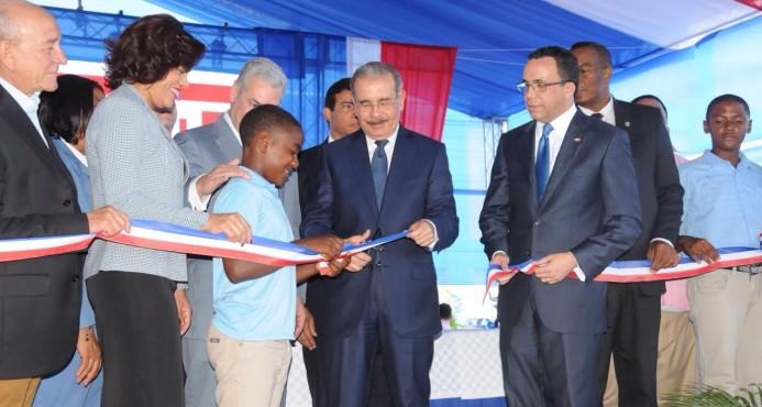 AZUA: Presidente Danilo Medina entrega dos centros educativos