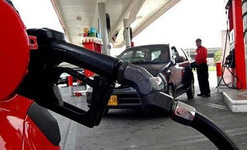 Combustibles bajarán entre uno y dos pesos por galón a partir de este sábado