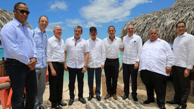 PEDERNALES: Danilo Medina vuelve a Bahía de las Águilas para atraer inversión