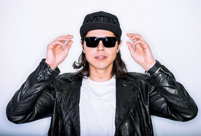 El productor DJ Max Vangeli va a Hard Rock Live