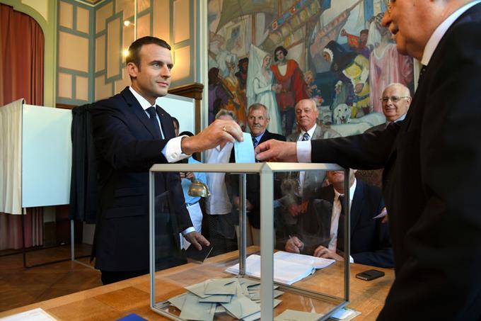 FRANCIA: El partido de Macron arrasa en las elecciones legislativas