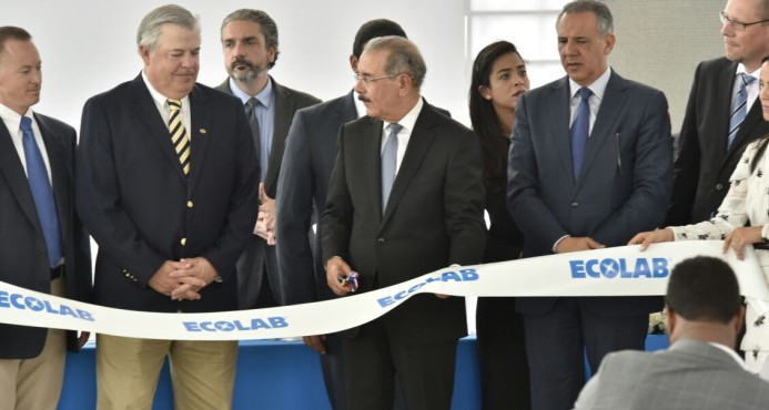 Presidente inaugura planta de empresa Ecolab en zona franca Las Américas