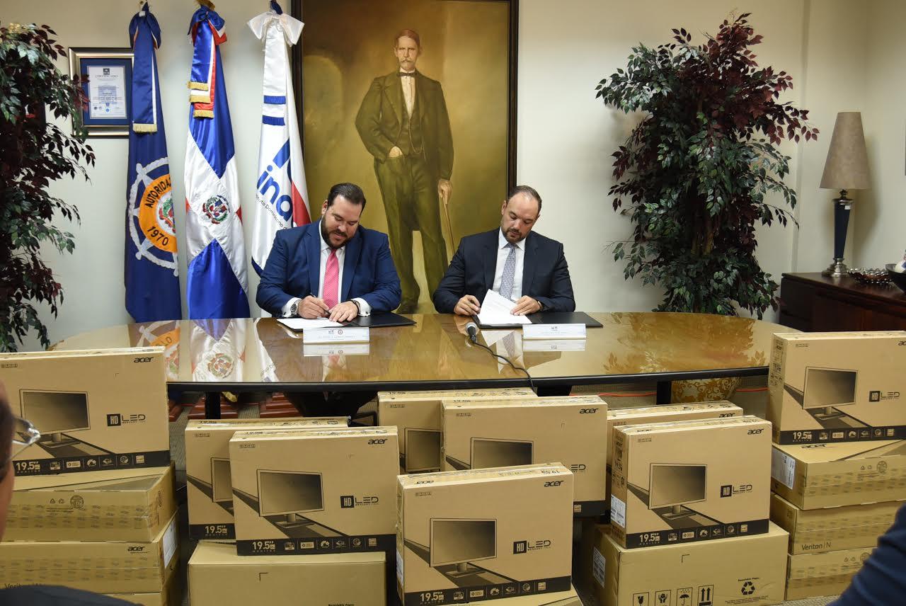 Indotel firma convenio con APORDOM y le dona 15 computadoras