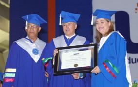 Domínguez Brito recibe doctorado honoris causa