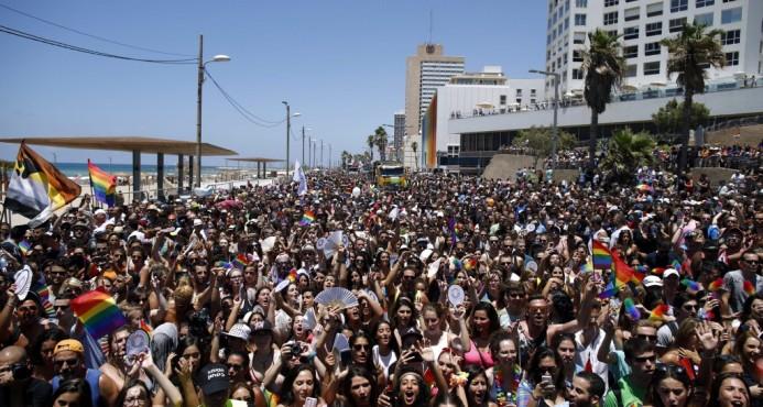 EE.UU: Miles marchan por los derechos de los homosexuales y contra Trump