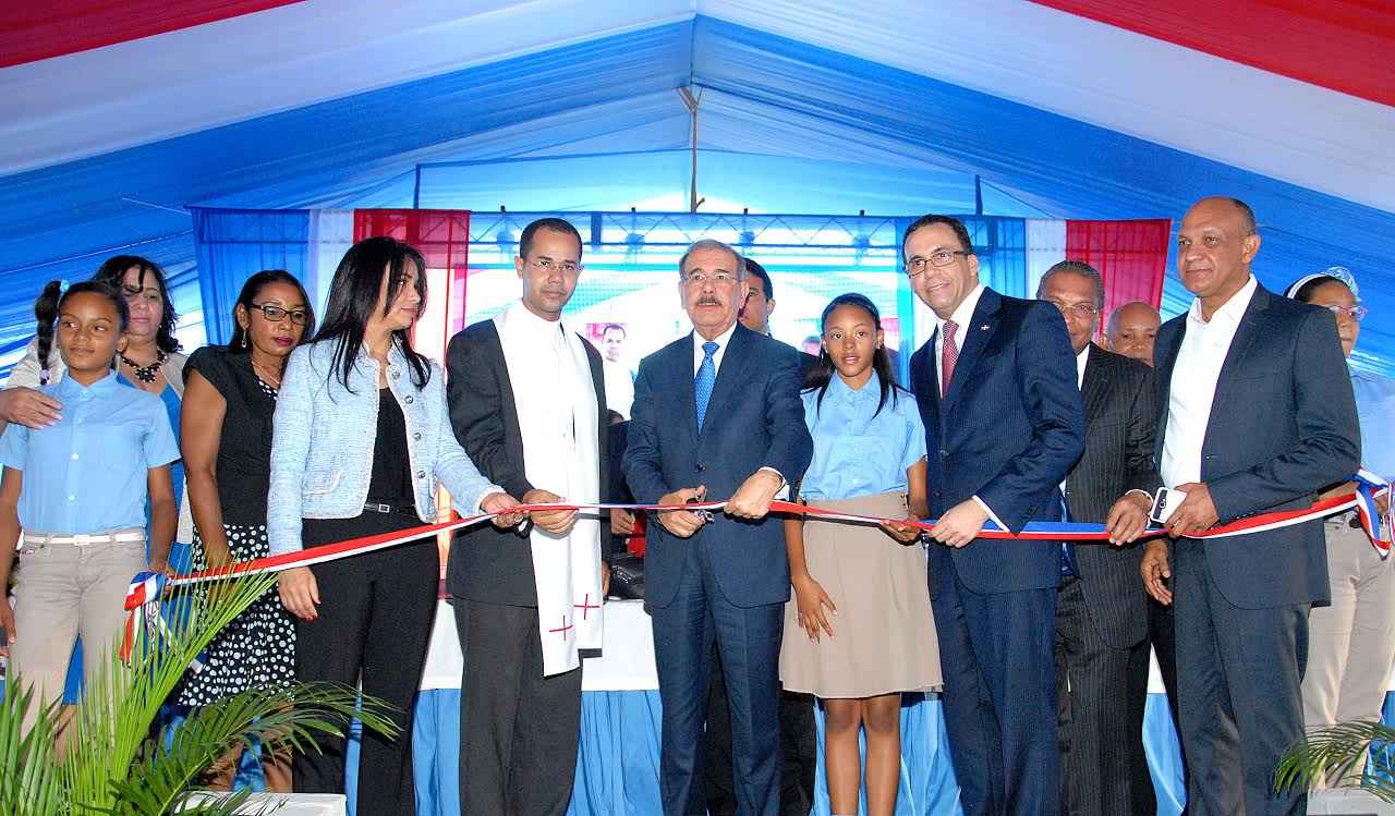 SAN JUAN: Presidente Medina inaugura cuatro centros educativos nivel primario