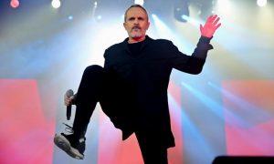 Miguel Bosé: Hoy disqueras tratan los artistas a patadas