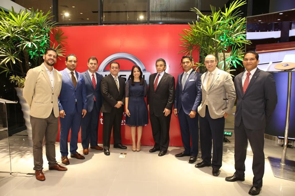 Nissan inaugura moderno y novedoso showroom