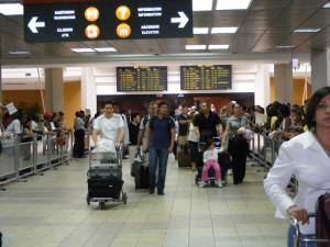 Dominicanos indocumentados regresan de EU de forma voluntaria