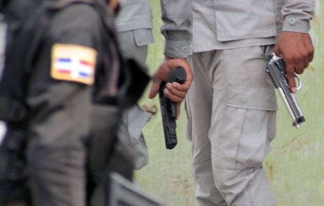 SANTIAGO: Policía mata hombre y apresa a otro atracaban ciudadanos