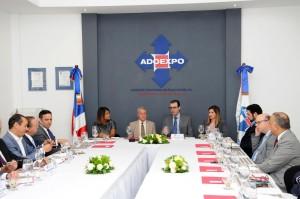 Ministro Toca Simó propone estrategia pública-privada para impulsar exportaciones