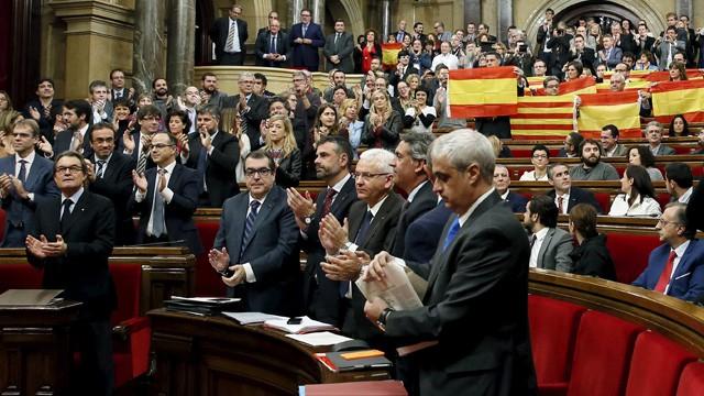 Parlamento declara la independencia de Cataluña