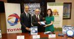 Total Dominicana hace donación de lámparas solares a Sur Futuro