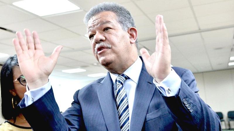 """Leonel reitera su """"compromiso"""" con el progreso y bienestar de la R. Dom."""