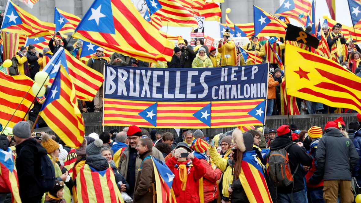 Catalanes se manifiestan a favor de la independencia en Bruselas