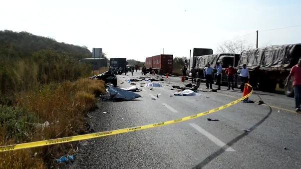 Mueren 10 personas por accidente en carretera Acapulco-Zihuatanejo